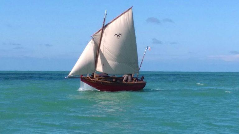 Chaloupe en mer